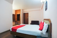 OYO 48910 Hotel Blue Bird  Deluxe