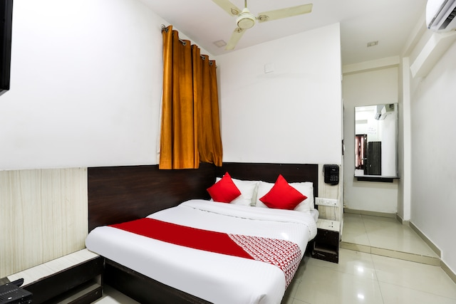 OYO 48990 Hotel Tirth Palace Saver