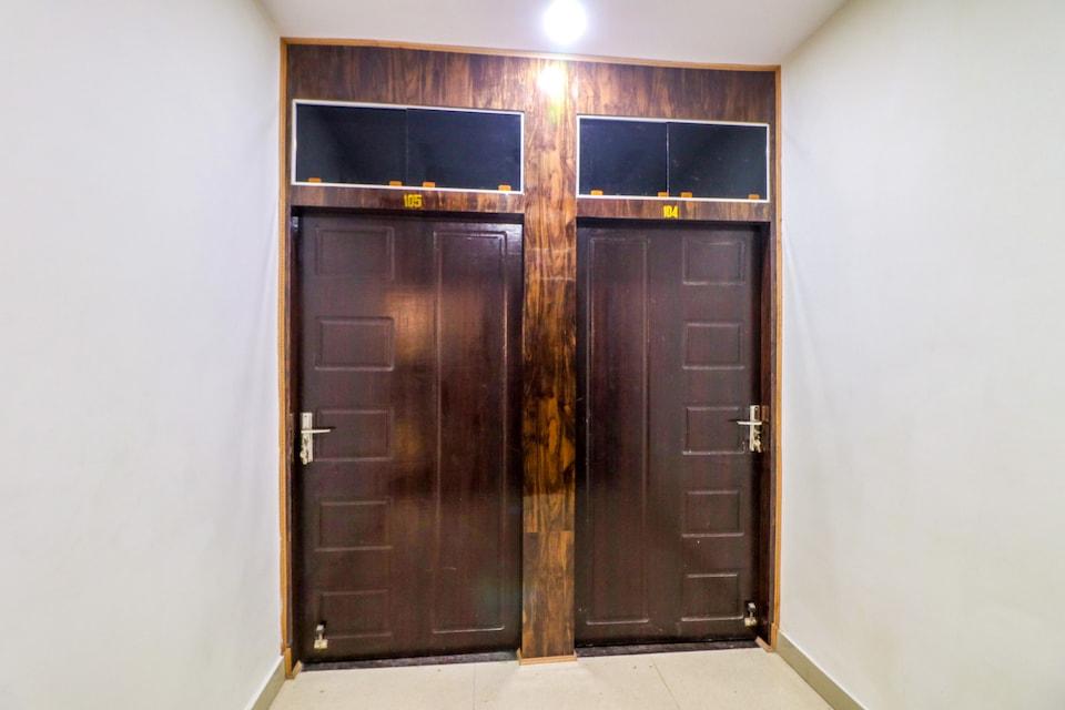 OYO 49081 Ishanvi Residency