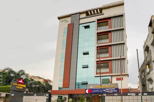 Capital O 49135 Sri Simran Park Hotel Deluxe
