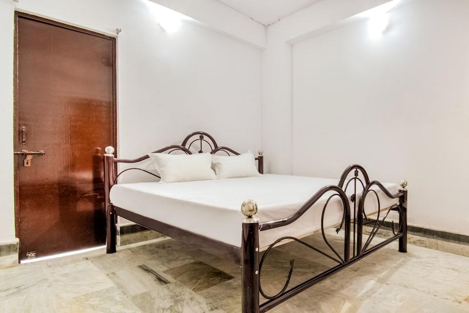 SPOT ON 49185 Hotel Rakesh International
