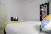 OYO 49203 Pleasant Stay Aysha Residency Near Lulu Mall