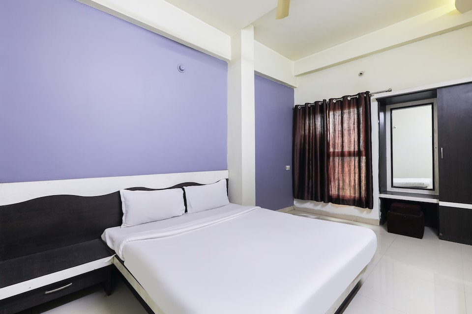 SPOT ON 49205 Hotel Shrinath Residency