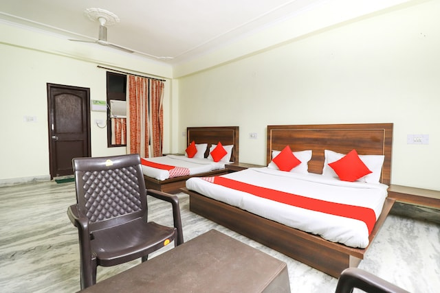 OYO 49323 Hotel Maharaja  Deluxe
