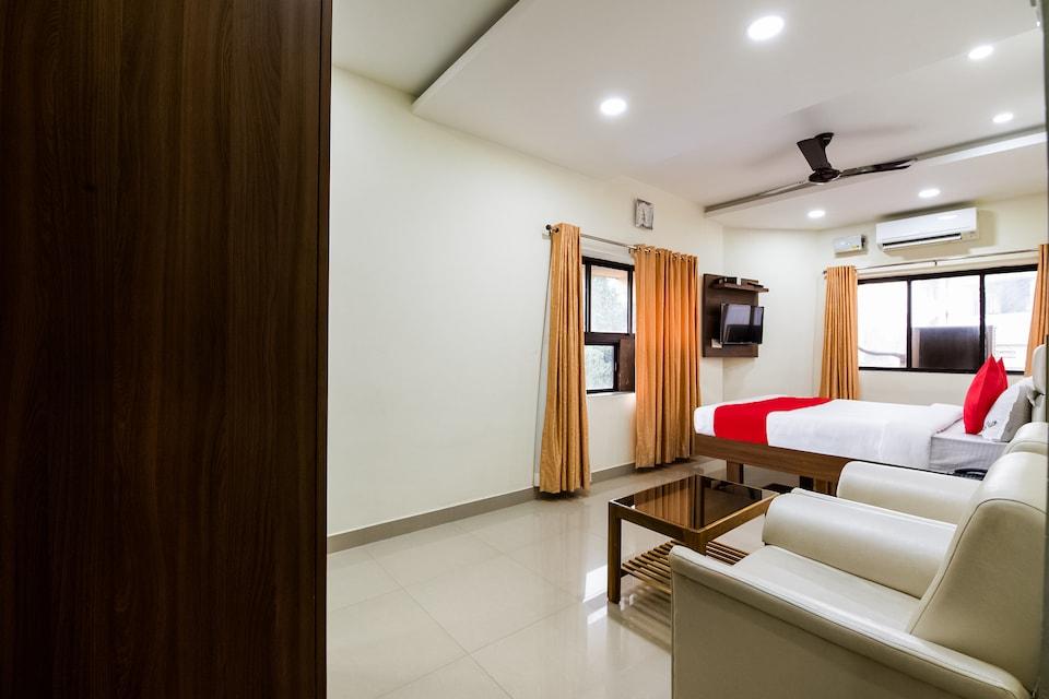 OYO 49359 Hotel Adidhan