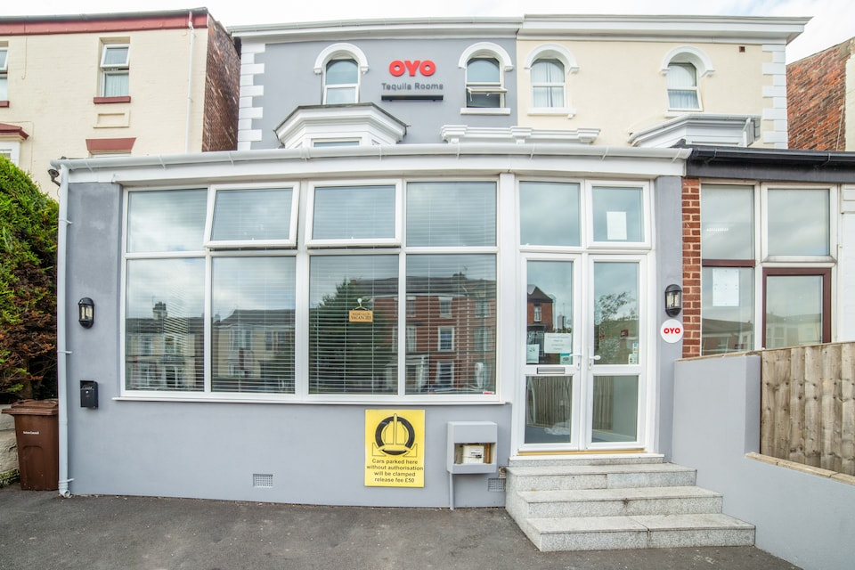 OYO Tequila and Dunlin Rooms, Southport (North England), Southport