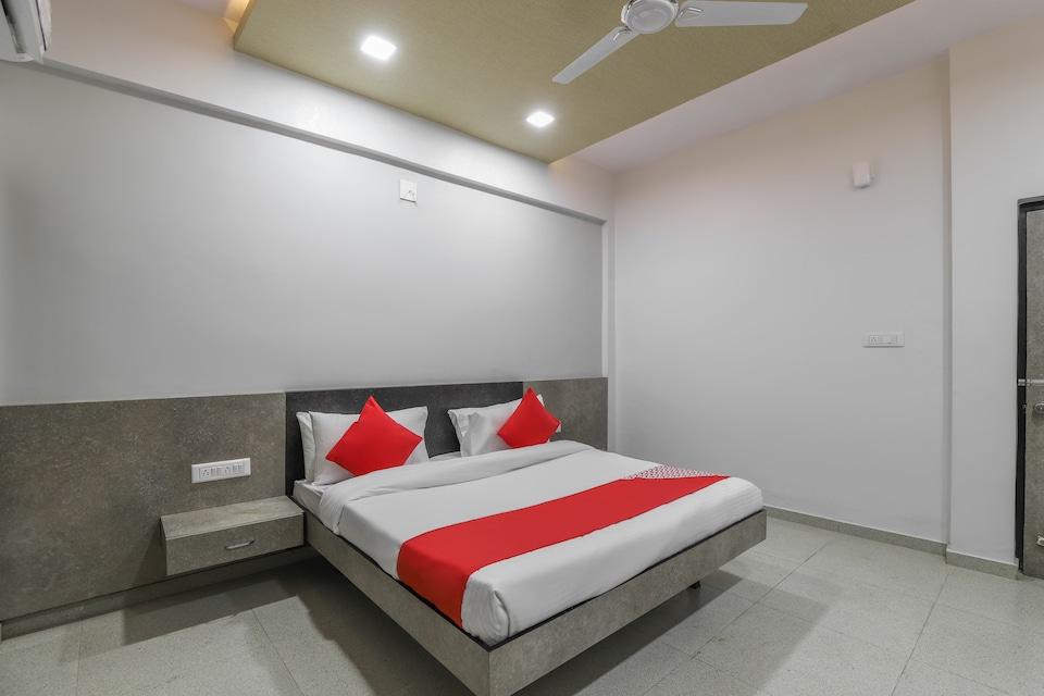 OYO 49471 Hotel Cm Palace