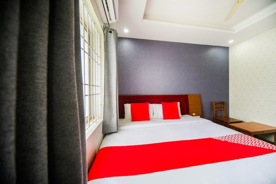 OYO 49512 Hotel M.v