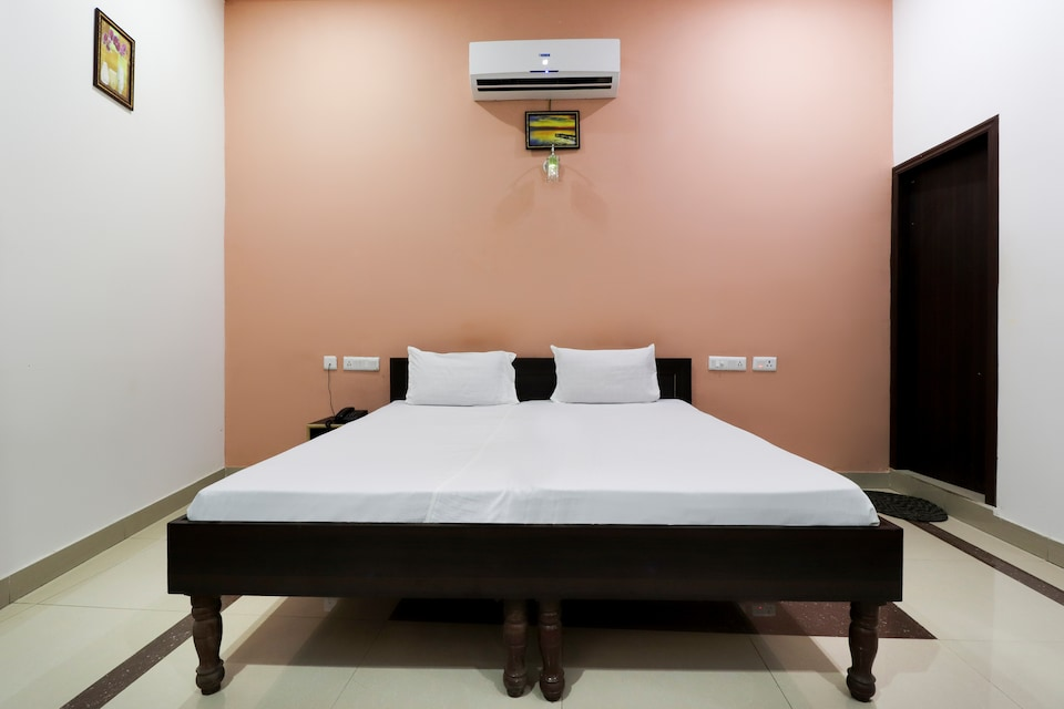 SPOT ON 49668 Hotel Shivaay