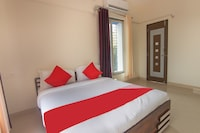 OYO 49705 Golden Leaf Airport Hotel
