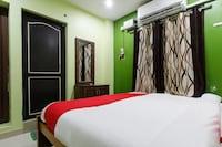 OYO 49762 Crazy Hotel