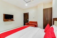 SPOT ON 49767 Hotel Iskcon Suites