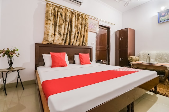 OYO 49773 Hotel Midway