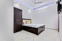 OYO Home 49801 Comfortable Studio Paras Hospital