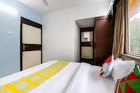 OYO Home 49803 Airport Suites 406