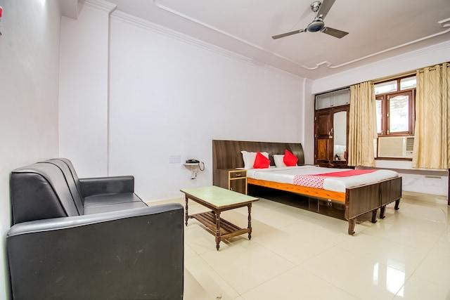 OYO 49812 Indralok Hotel