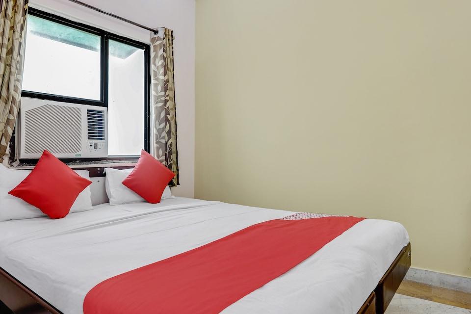 OYO 49823 Hotel Sahodara