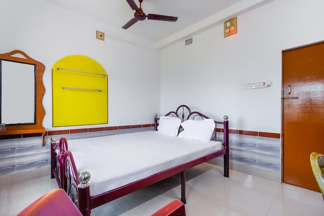 SPOT ON 49828 Hotel Meenakshi  SPOT