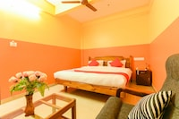 OYO 4874 Canal View Residency
