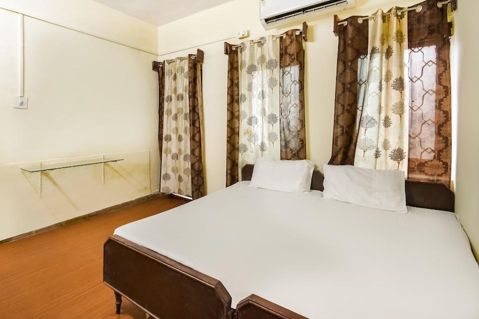 SPOT ON 49886 Hotel Ratan