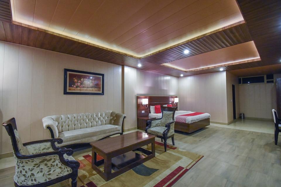 OYO 49917 Hotel Maple Leaf