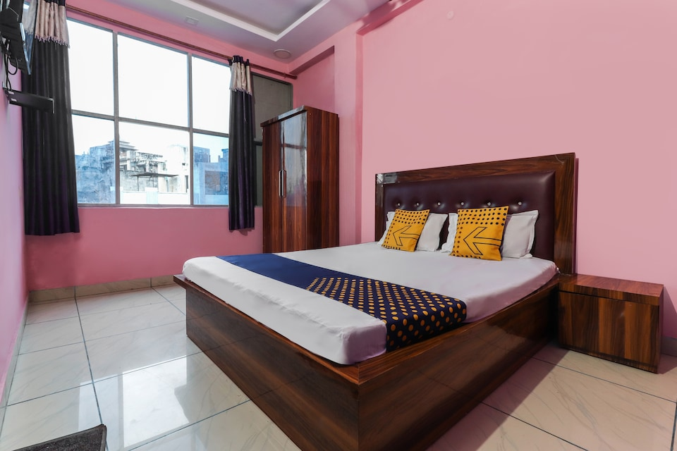 SPOT ON 49931 Hotel Shiv Nath