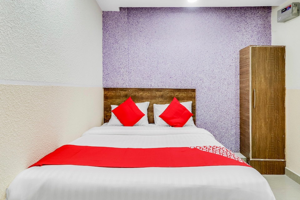 OYO 49946 Glamour Suites