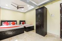OYO 49954 Hotel Galaxy