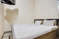 SPOT ON 49992 AIMS Residency Deluxe Lodge