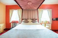OYO The Royal Hotel