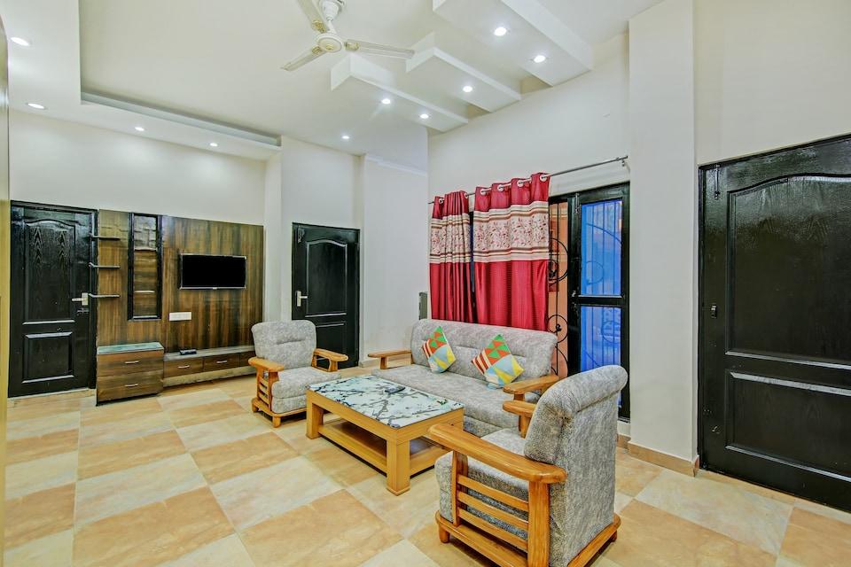 OYO Home 60140 Elegant 2BHK Apartment Dehradun