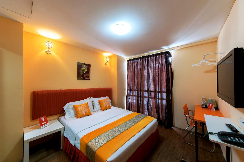 OYO 137 1st Centro Hotel Room 1