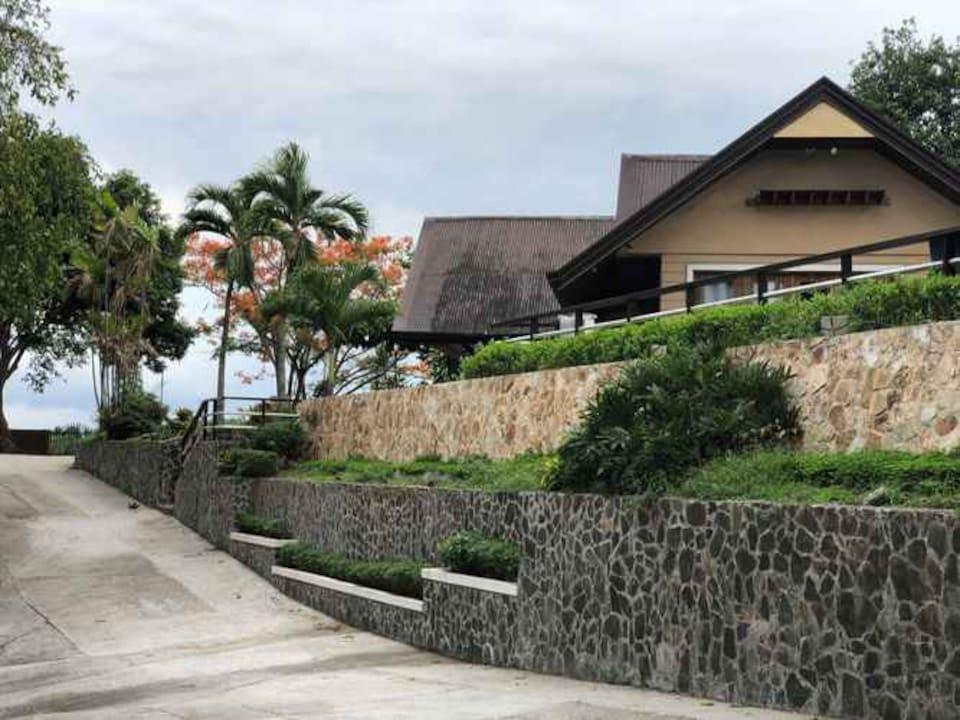 OYO 412 Viewfort Venue
