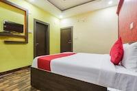 OYO 60409 Hotel Balaji Palace