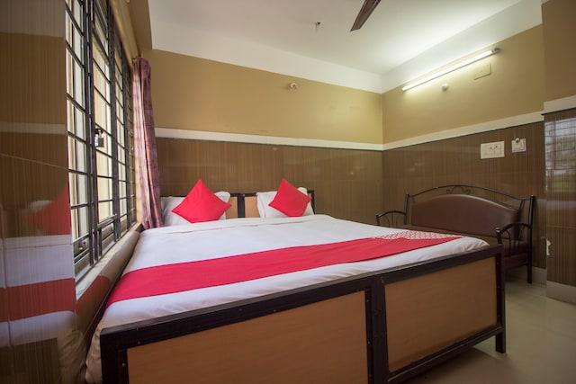 OYO 16064 Hotel Tirupati