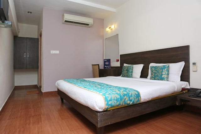 OYO 4940 Hotel Sea Rock