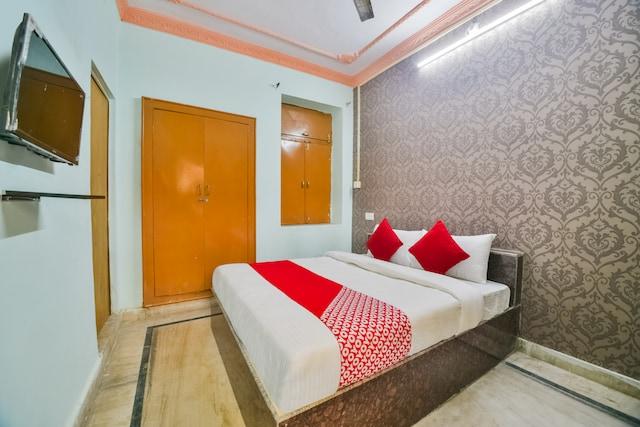 OYO 60532 Hotel Radhika Palace