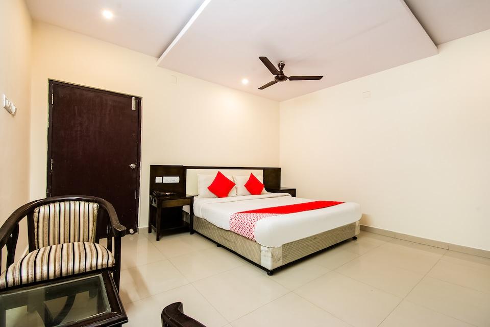 Capital O 60668 Hotel Kiran Vilas International