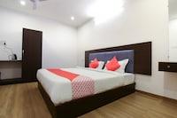 OYO 60679 Hotel Arunoday Palace
