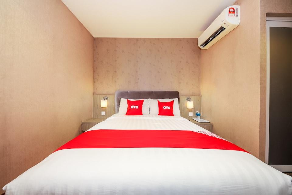 OYO 89420 Hotel 101