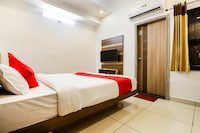 OYO 60873 Hotel Krishna Royal Residency Saver