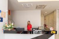 OYO 89423 Zenz Hotel