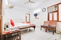 OYO 60937 Five Star Guest House Classic