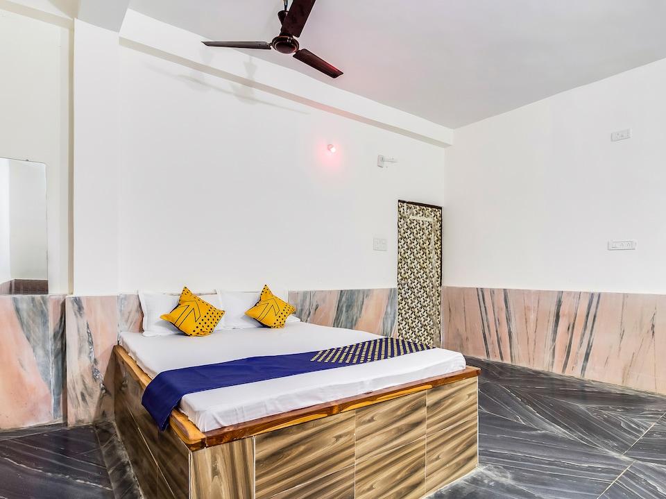 SPOT ON 60981 Mangalam Lodge