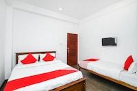 OYO 371 River Palace Hotel