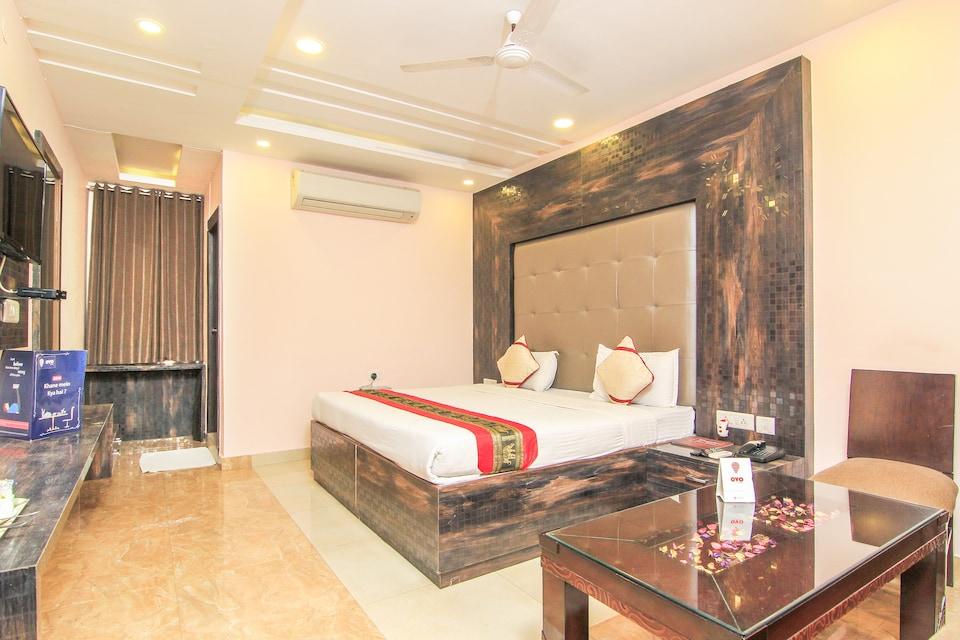OYO 4975 Hotel Buddha Residency