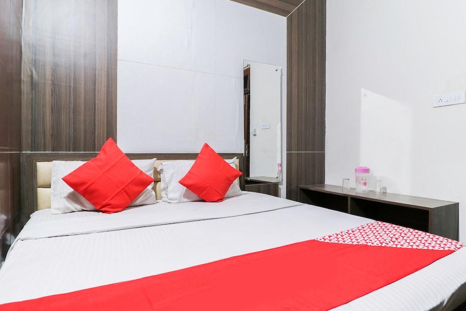 OYO 61074 Hotel Maheshwar Palace