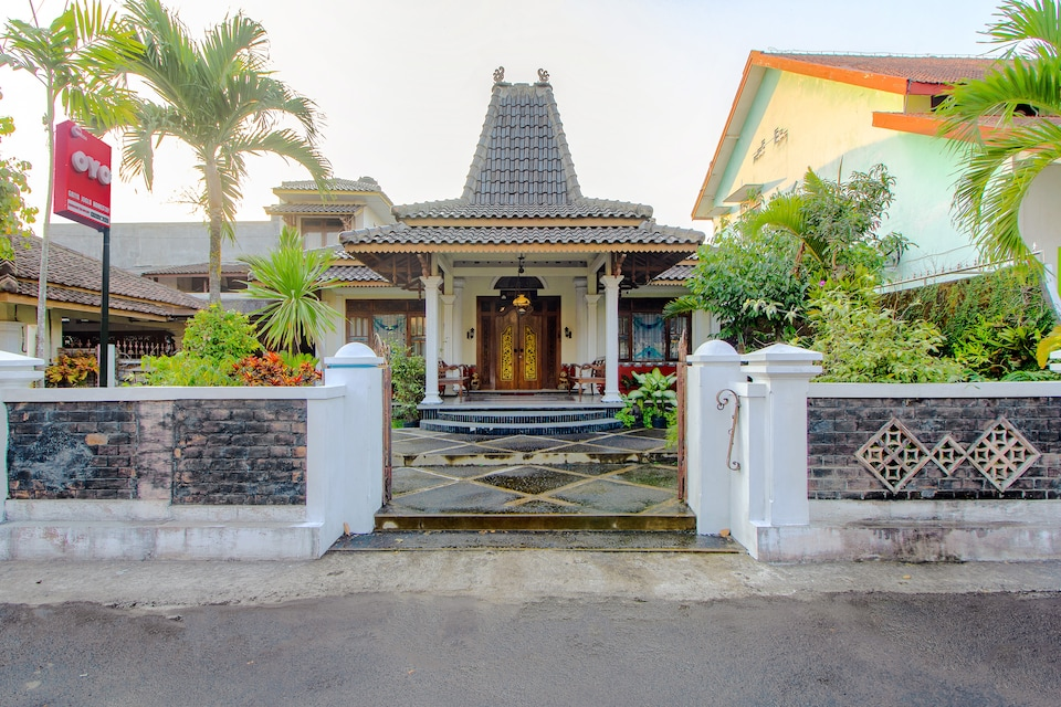 OYO 1650 Griya Joglo Homestay, Condongcatur, Yogyakarta