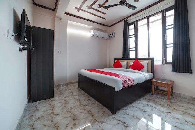OYO 61126 Hotel Subhashish