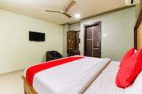 OYO 61140 Srikesh Residency  Deluxe